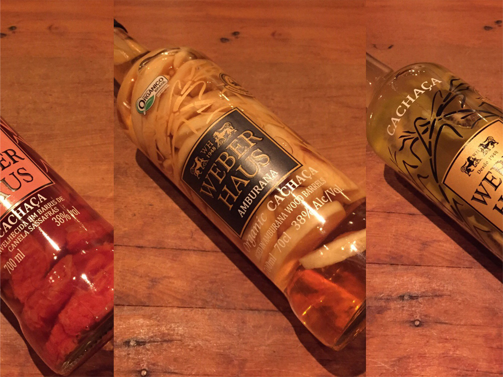 生の具材を原酒銘柄の空ボトルで漬け込む